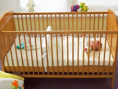Trennwand für babybett gitterbett zwillinge gitterbett teiler